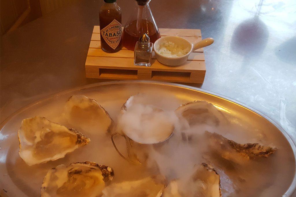 HY Sixty Seven - Winetruck - Schaal met oesters